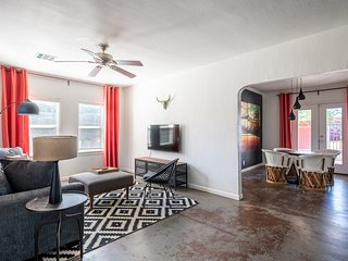 Cozy 2BR Home in Central Phoenix by WanderJaunt