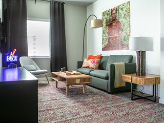 Cozy 3BR Apt in West Campus #405 by WanderJaunt