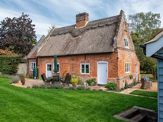 Thatch Cottage - Luxury Norfolk Hideaway