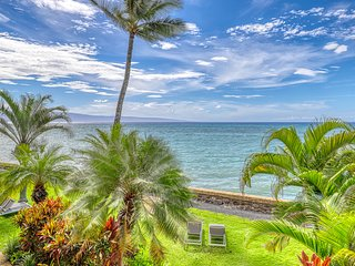 Oceanfront condo w/ lanai & shared pool, hot tub & tennis court!