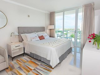 2 Linked Apartments 2BR/3BA. Hotel Arya Coconut Grove Miami. 2 FREE Parking