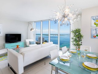 ★Large Design Condo★Best Bay Views★European Design★3 Smart TVs!★Luxury
