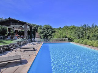Beautiful home in Saignon w/ Outdoor swimming pool and 2 Bedrooms
