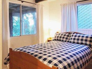 Winter Retreat - 30 Min to Snow Valley Mtn Resort!