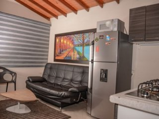One bedroom AC Hot tub close to lleras