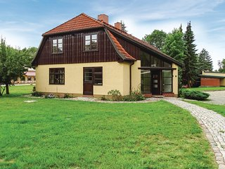 Stunning home in Kuhlen Wendorf w/ Sauna, WiFi and 5 Bedrooms
