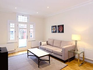 Modern 3 Bed Apartment in Hammersmith with Balcony