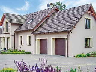 Awesome home in Semlin w/ WiFi and 4 Bedrooms