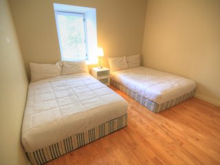 Downtown in Mansion Free Parking 4Br/2Bath Sauna and Billard