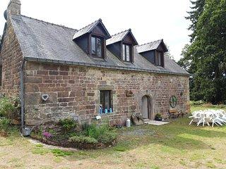 Gîte La Châtaigne / Chestnut cottage avec piscine : 8/10 personnes à la campagne
