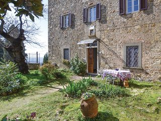Beautiful home in Bucine -AR- w/ WiFi and 2 Bedrooms