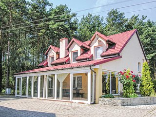 Amazing home in Solec Wlkp. w/ WiFi and 6 Bedrooms (PPW453)
