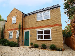 Righton two-bedroom serviced house in st. clement's (oxrpus2)