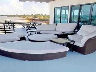 Blu Zen Sea Front Villa, 3 Bedroom/2 Bath, Caye Caulker, Belize