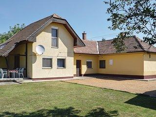 Beautiful home in Balatonboglár w/ 4 Bedrooms (UBS234)