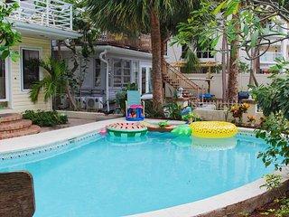 Treasure Island Beach Retreat Sleeps Up To 10