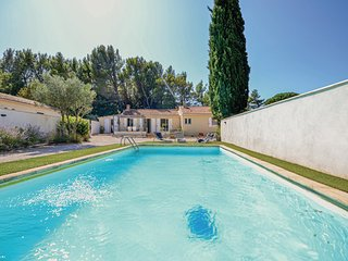 Nice home in Vaqueyras w/ Outdoor swimming pool and 3 Bedrooms