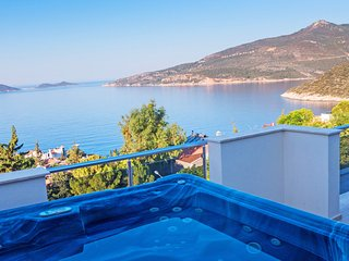 Villa Yesil | 7 Bedrooms/16 People | 750m to the Beach | Jacuzzi