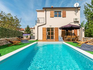 Nice home in Bale w/ Outdoor swimming pool and 4 Bedrooms