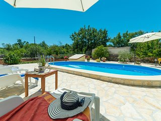 Nice home in Dubrava w/ WiFi and 3 Bedrooms