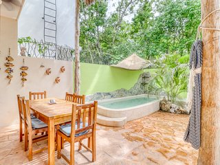 Dog-friendly home w/ private patio, shallow pool, and grill in relaxing area
