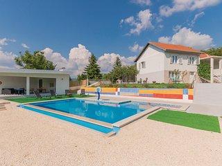 Amazing home in Vinjani Gornji w/ WiFi and 3 Bedrooms (CDF983)