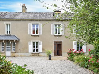 Beautiful home in Le Molay Littry w/ WiFi and 4 Bedrooms