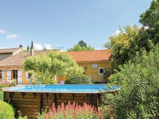 Nice home in Pernes les Fontaines w/ WiFi and 3 Bedrooms (FPV562)