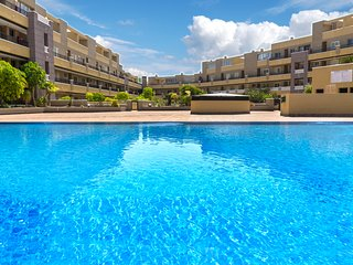 La Perla Sea View Beach Apartment & Pool