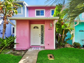 Beautiful, dog-friendly townhome located 2 blocks from the beach