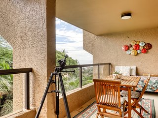 Ocean view condo w/ private lanai, jetted tub & shared pool/grills!