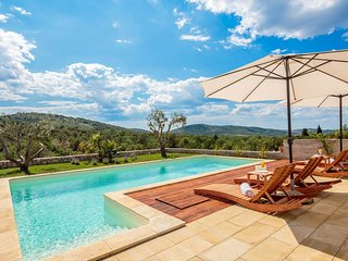 Vrulje Villa Sleeps 9 with Pool and Air Con
