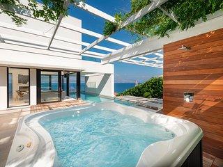 Sutivan Villa Sleeps 10 with Pool and Air Con - 5817444