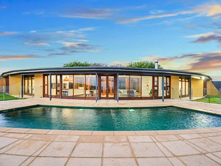 Makai Luxury Lodge - Holiday in Remote Luxury with Panoramic Coastal Views