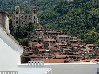 Breathtaking views of the Castle and Roman Bridge, 4BEDS, 4BATHS, AC FREE WIFI