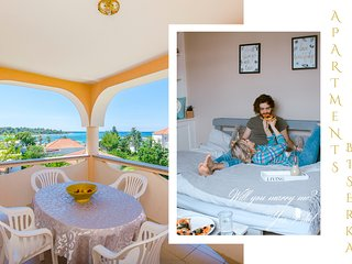 Sunny Two-Bedroom Suite with a Sea View Terrace, Novalja