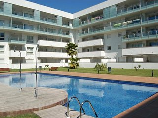 Apartment with communal pool and private parking, 15 min. to beach, Roses
