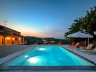 Vasilakis Estate - Pool Daze Holiday Home