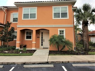 Luxury Townhouse, Closest to Disney, Walk to Old Town