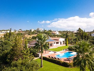 Hanging Over the Sea - Enormous garden with Full Privacy & Spectacular Views!