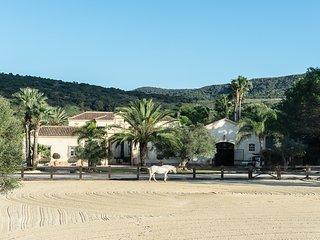 San Martin Villa Sleeps 15 with Pool and Air Con - 5817443