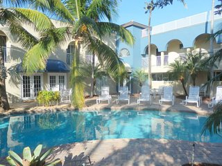 Blue Ocean Villa 3 BEACH FRONT 4/3 FOR 10 POOL