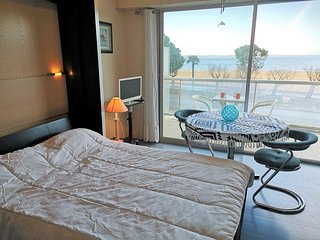 Nice studio with sea view & balcony