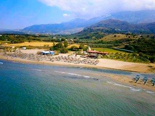 LA PALMA APARTMENTS 4,a beachfront paradise!