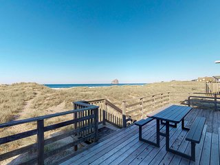 Beautiful, dog-friendly, oceanfront home w/ a gorgeous view