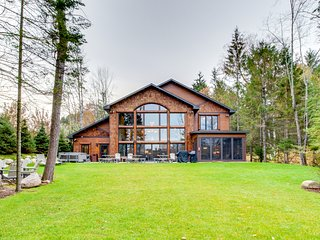 Luxury lakefront home w/dock, beach, hot tub, bar & theater room