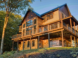 Elegant home with mountain views, grill, and wrap-around deck!