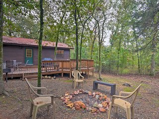 Hochatown Hideaway: Hot Tub, Grill, Fire Pit