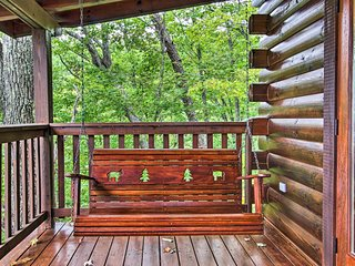 'Breathtaking View' Cabin w/Covered Deck & Hot Tub