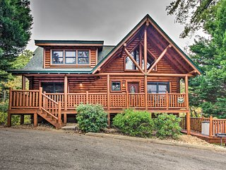 Spacious Pigeon Forge Resort Cabin w/ Hot Tub
